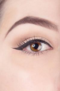 549baec140e5d_-_elle-beauty-liquid-eyeliner-9-v-15882239-elv