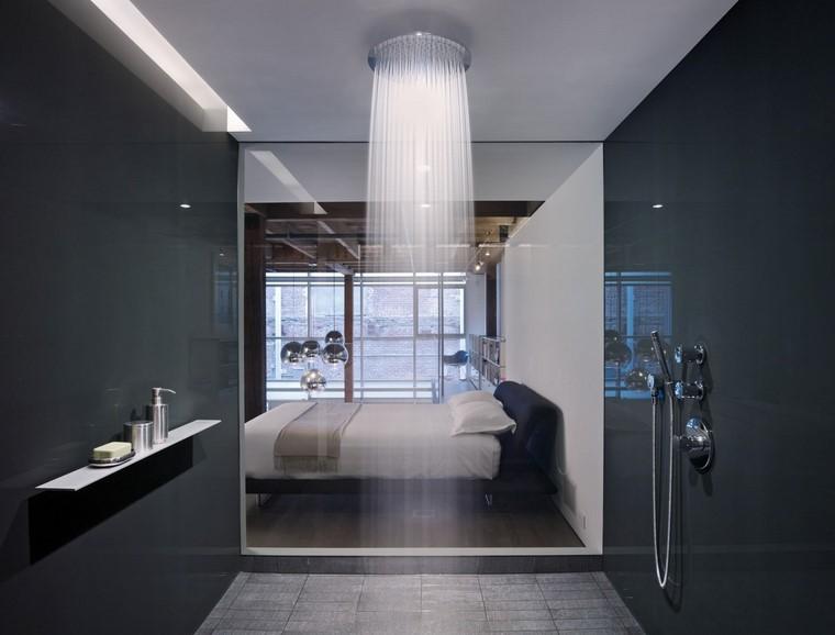 baño con ducha techo