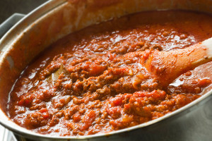04845g-preparar-salsa-bolognesa