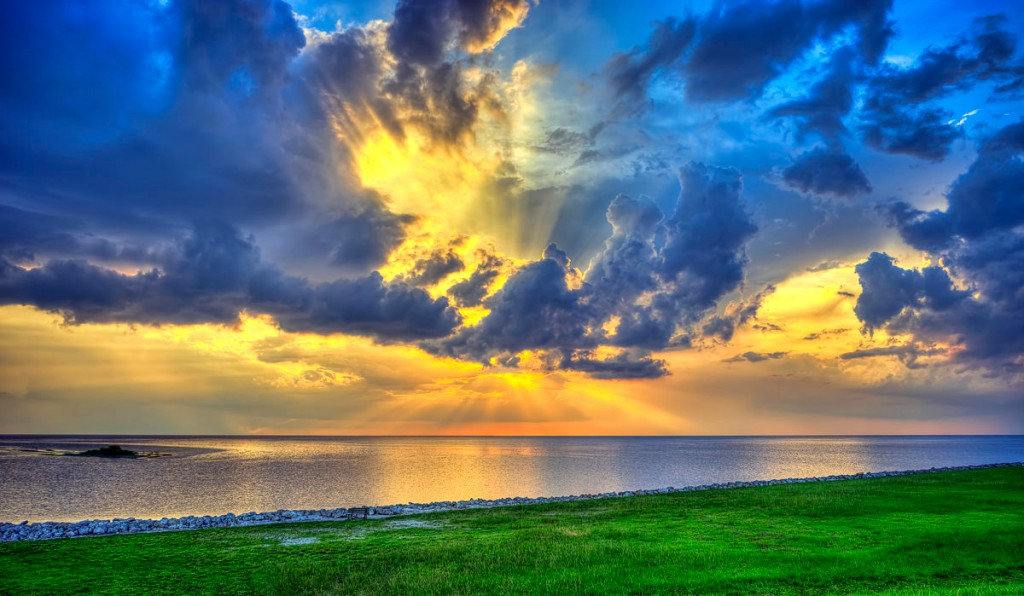 Beautiful-Clouds-Over-Lake-Okeechobee-1024x596