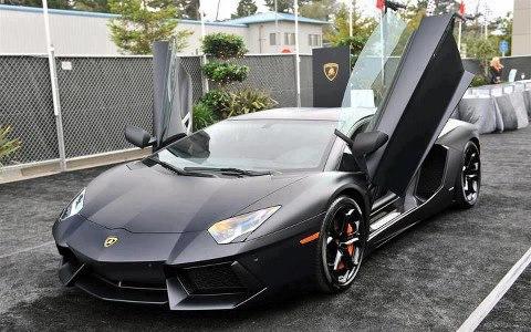 Matte-Black-Lamborghini-Aventador