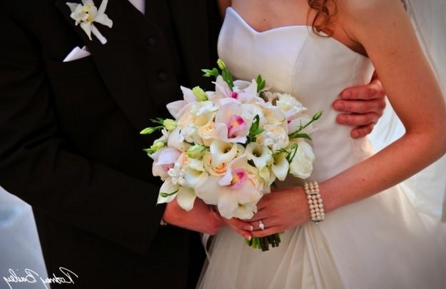 bouquet-romantico-con-orquideas