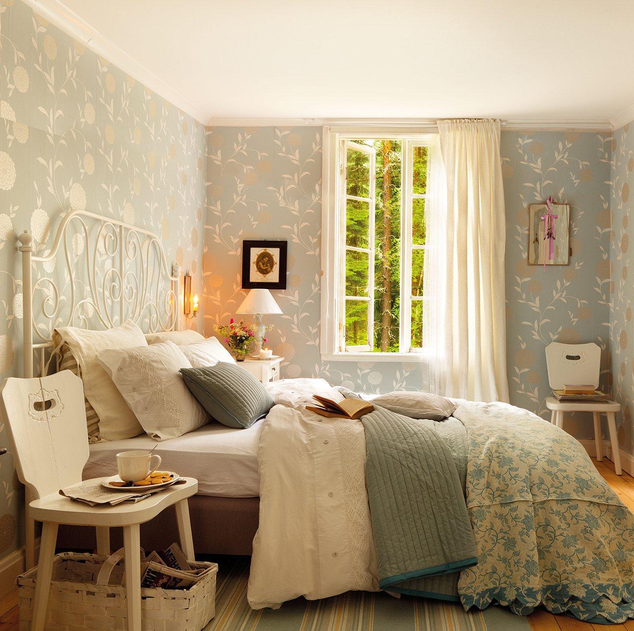 Dormitorios muy bien aprovechados for Papel pintado pared dormitorio