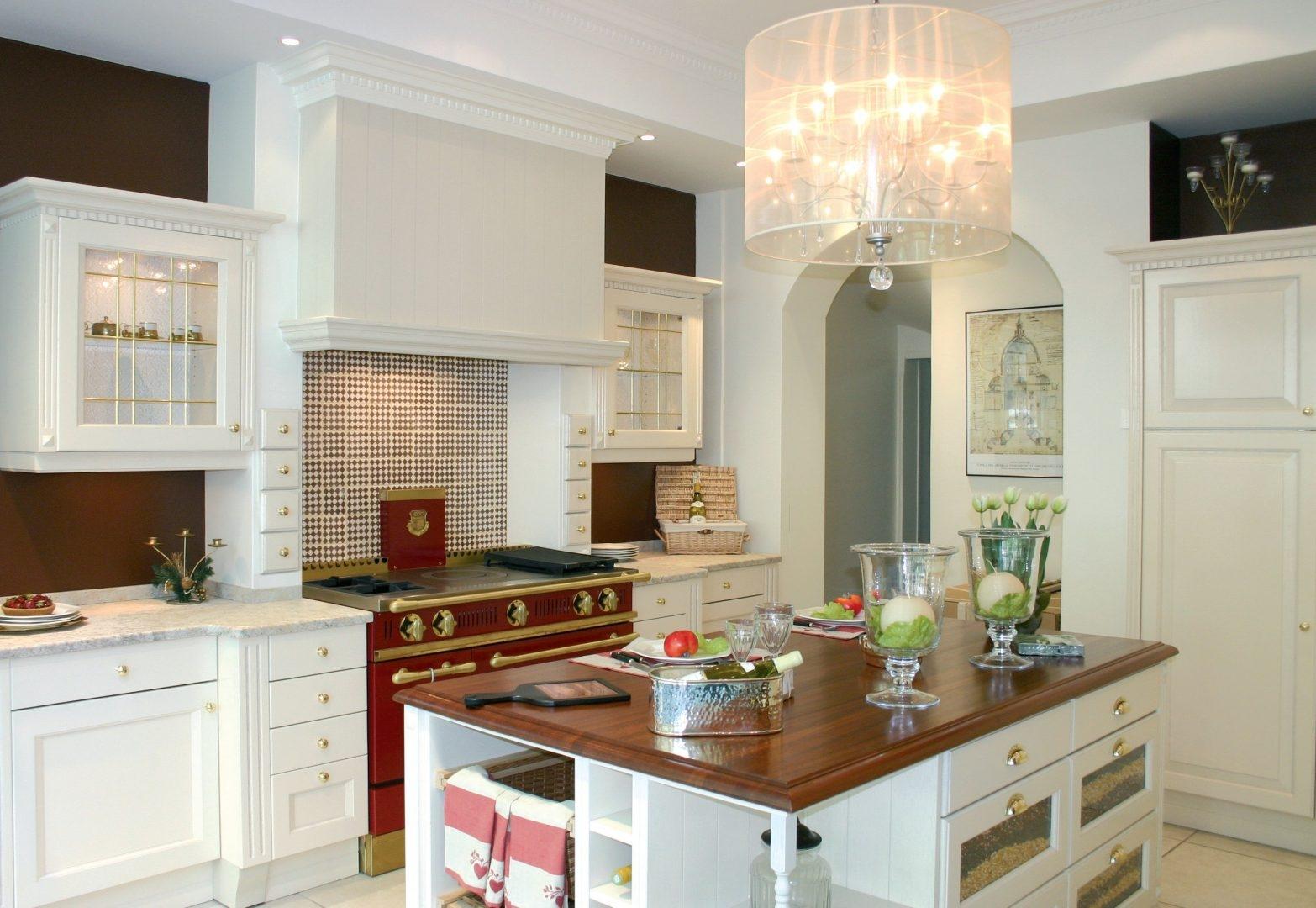 Cocinas rusticas modernas isla central madera cocina roja - Muebles de cocina con isla central ...