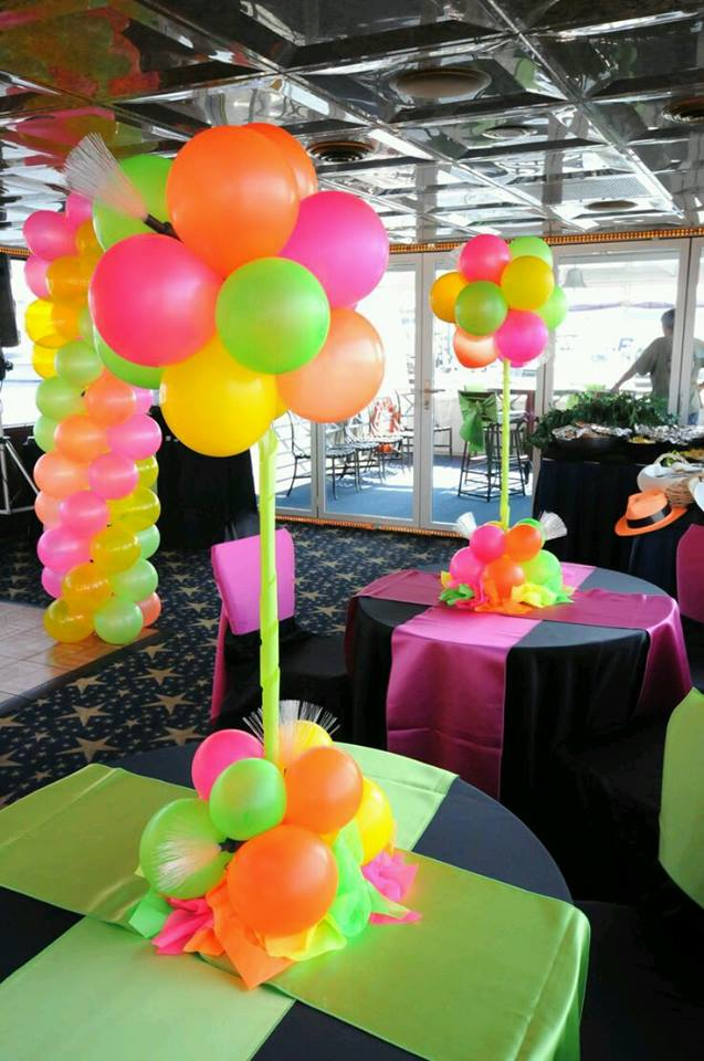 Decoraciones para fiestas con tem tica en neon for Decoraciones faciles y economicas
