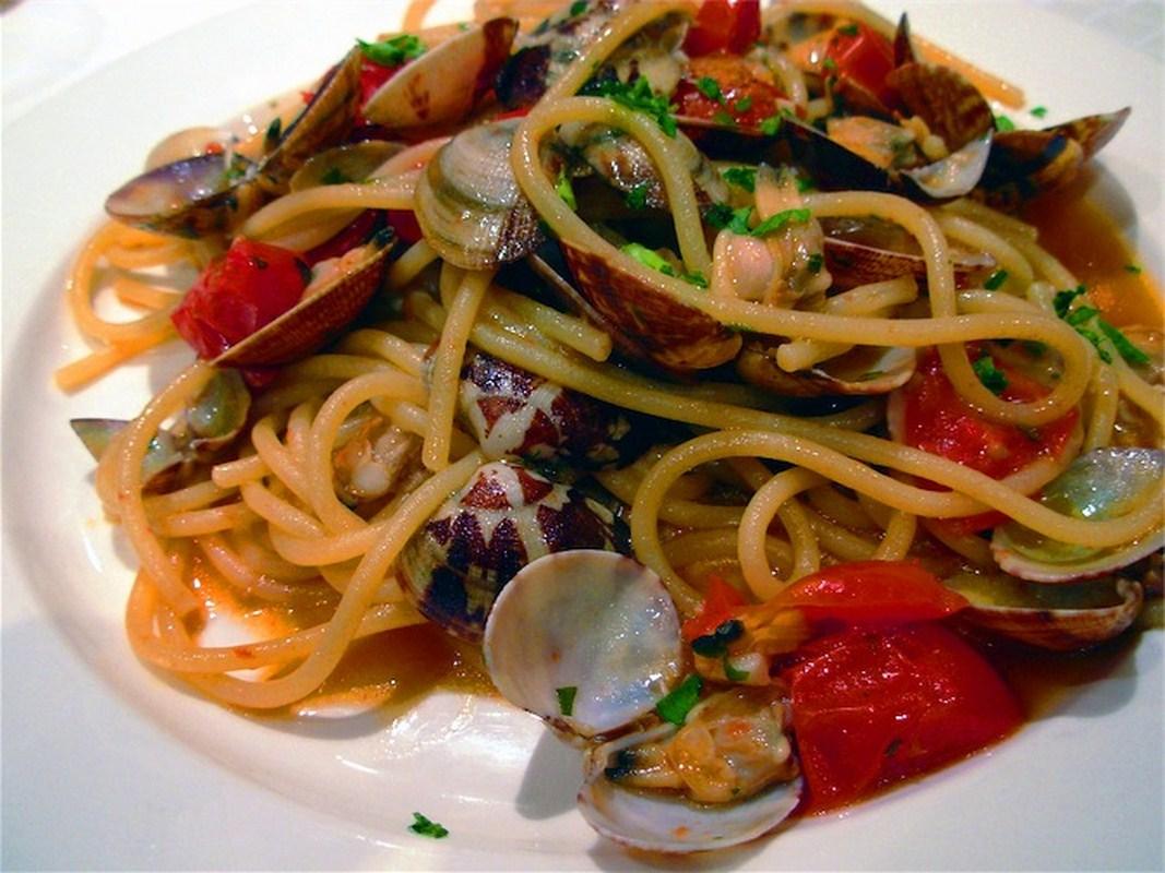 Espaguetis con almejas for Espaguetis para dos